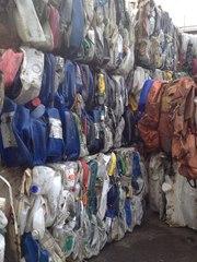 Куплю отходы полиэтиленовой бутылочки  и канистры ПНД